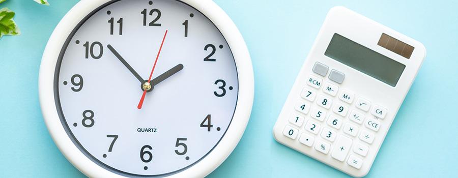 時計と計算するための電卓